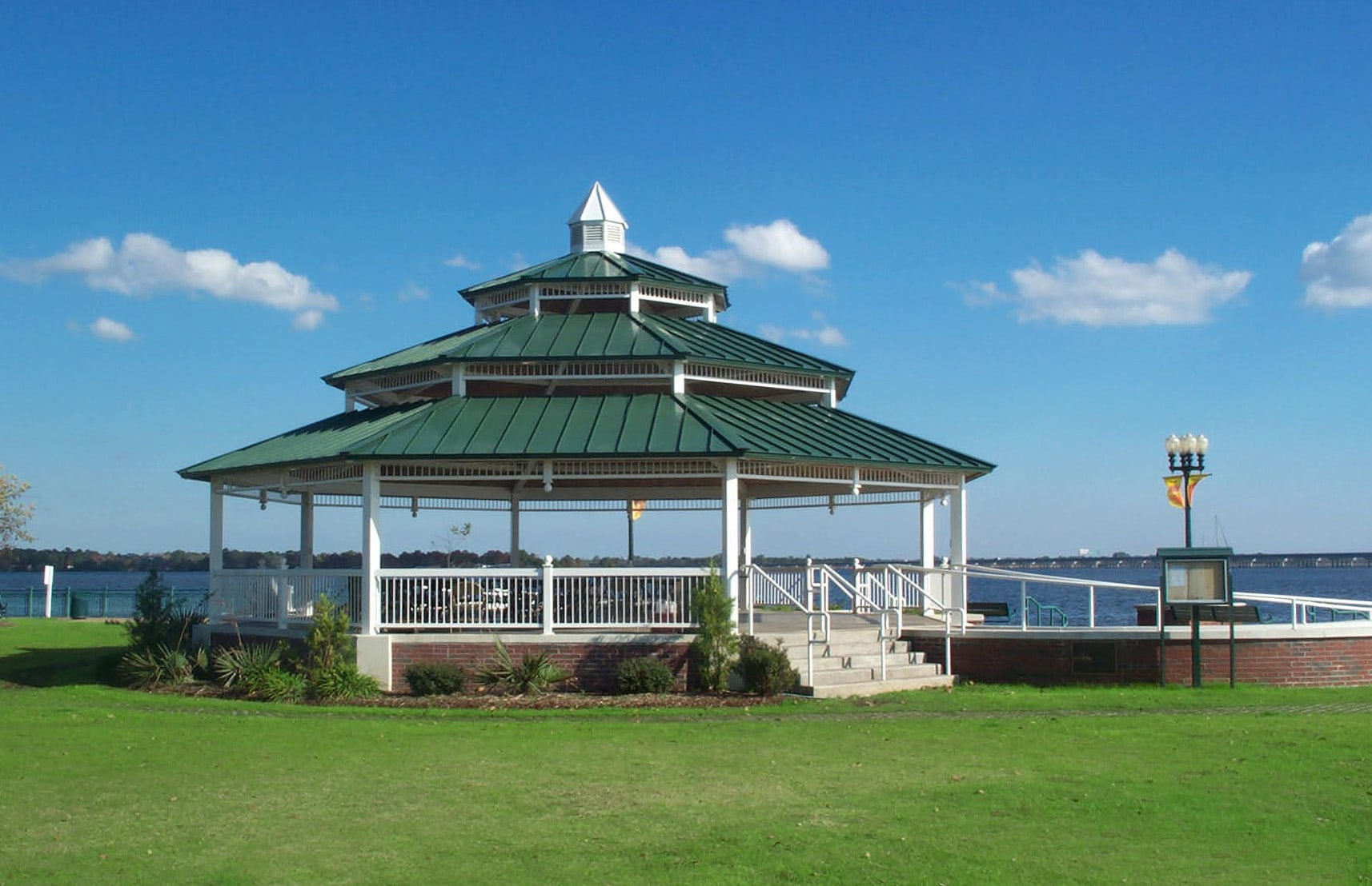 <h4>Poligon Park Shelters<br/>Union Point Park</h4><h5>E. Front Street<br/>New Bern, NC 28560</h5>